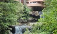 Uma visita a Casa da Cascata de Frank Lloyd Wright