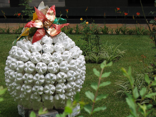 6472904 c0b4f6a1ea o Natal Ecológico   Garrafas pet no jardim