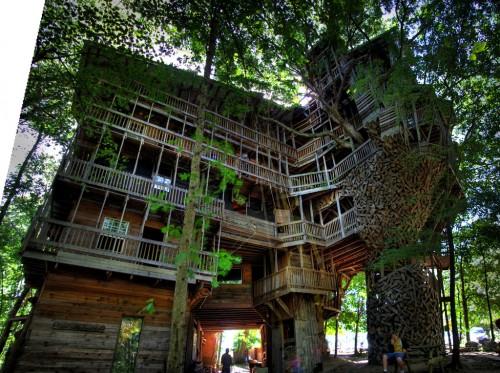 3977773445 39c57db815 b 500x373 Você conhece esse prédio de madeira?