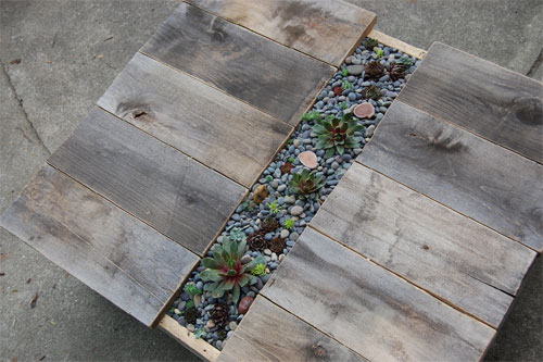 mesahorta 01 3 mesas com plantas embutidas