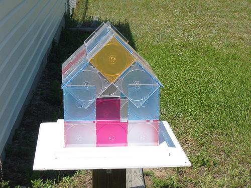 02 casa passarinho1 11 ideias para reciclar caixas de CD