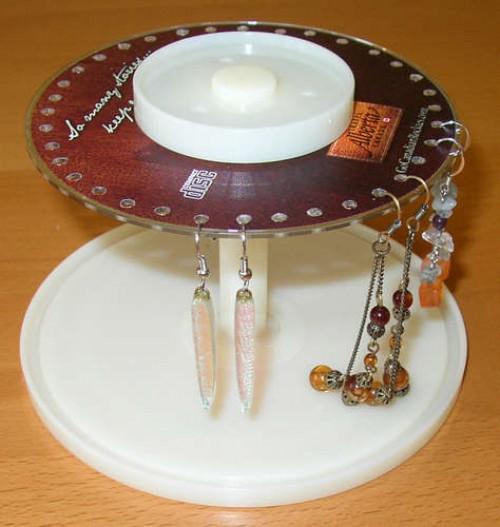 07 porta joias brincos caixa cd e1329348814837 11 ideias para reciclar caixas de CD