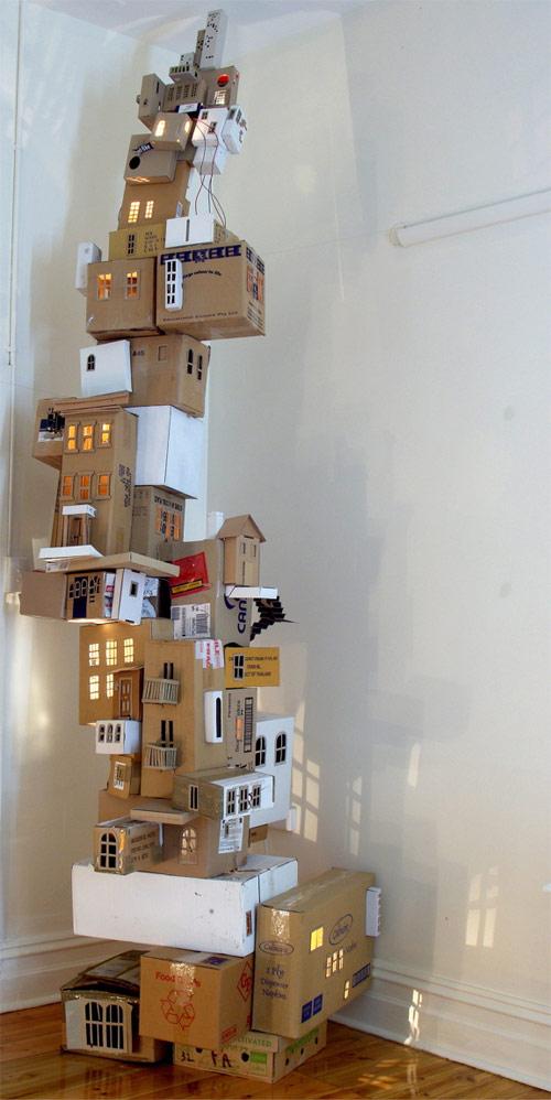 9835774 280cb02812 o Arte com caixas usadas