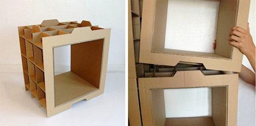 As caixas modulares se encaixam umas as outras produzindo estantes nos  500 x 247