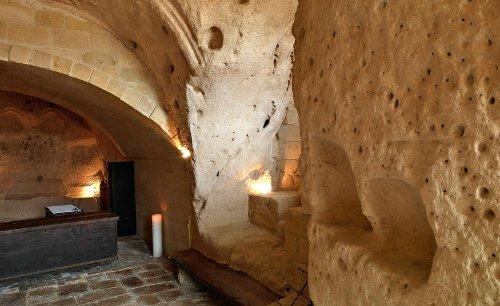 hotel caverna le grotte della civita 12 Hotel dentro de uma caverna na Itália