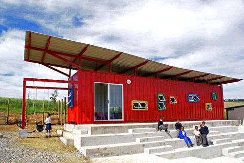container escola 01 Uma sala de aula com um contêiner reciclado