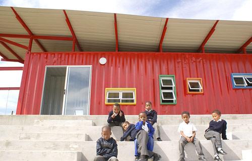 container escola 06 Uma sala de aula com um contêiner reciclado