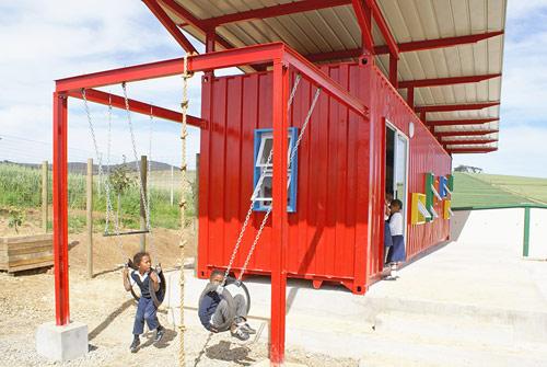 container escola 07 Uma sala de aula com um contêiner reciclado