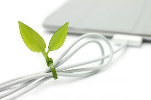04 leaf tie  organizador cabo2 500x333 26 ideias para organizar os cabos do escritório