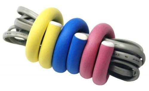 07 flex ties organizador cabo 500x307 26 ideias para organizar os cabos do escritório