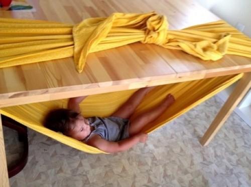 rede crianca mesa embaixo mesa 03 500x373 Rede para criança embaixo da mesa