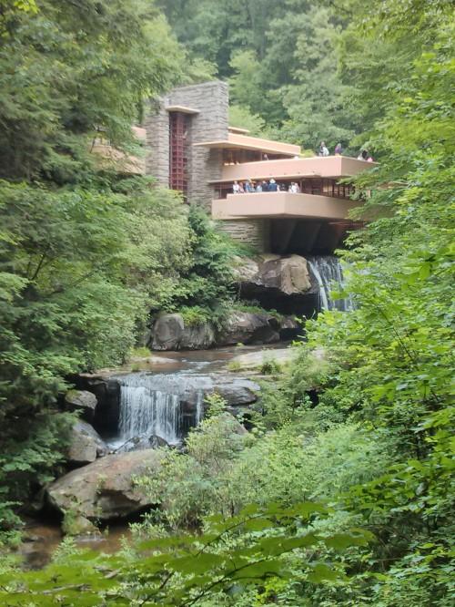 rodrigobarba casadacascata fallingwater 01 500x666 Uma visita a Casa da Cascata de Frank Lloyd Wright
