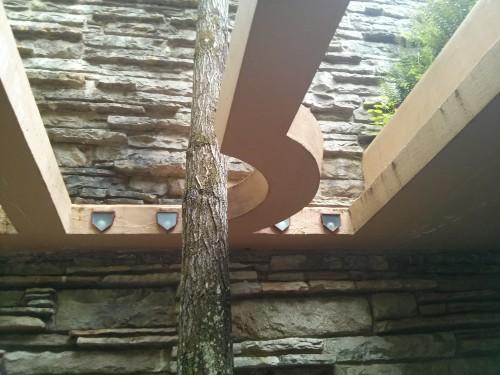 rodrigobarba casadacascata fallingwater 02 500x375 Uma visita a Casa da Cascata de Frank Lloyd Wright