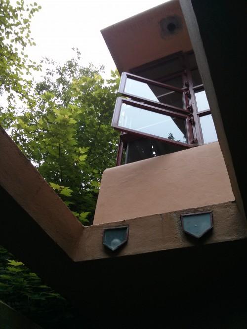 rodrigobarba casadacascata fallingwater 03 500x666 Uma visita a Casa da Cascata de Frank Lloyd Wright