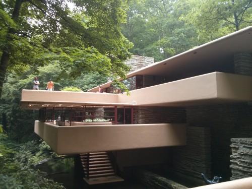 rodrigobarba casadacascata fallingwater 05 500x375 Uma visita a Casa da Cascata de Frank Lloyd Wright